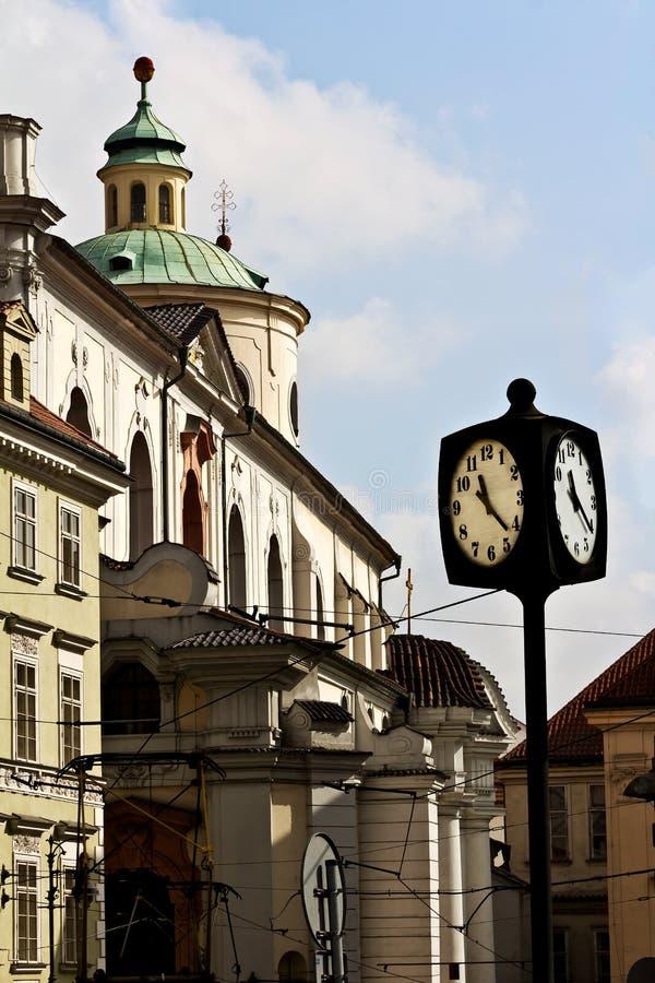 Klocka på fyrkanten, Prague, Tjeckien royaltyfria bilder