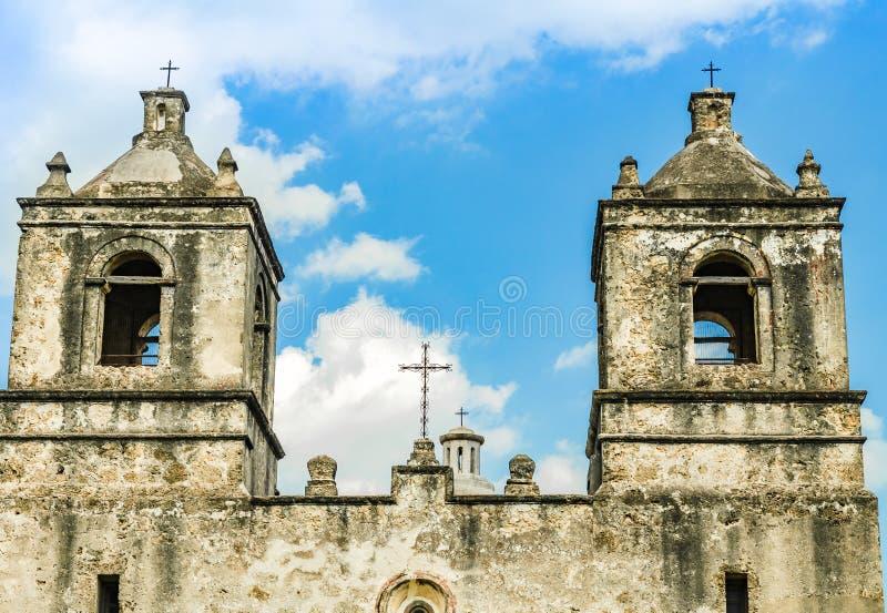Klocka torn av beskickningen Concepcion kyrktar i San Antonio Texas arkivfoton