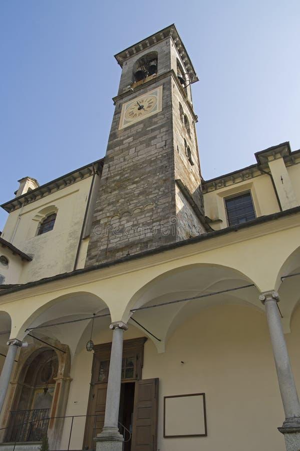 Klocka torn av den Collegiata kyrkan i Varallo Sesia royaltyfri fotografi