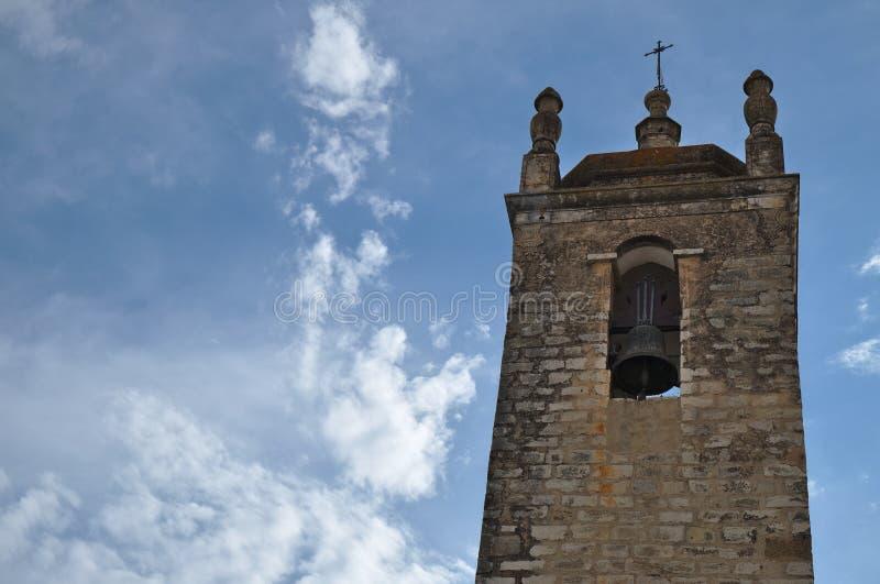 Klocka torn av den Matriz kyrkan i Loule royaltyfri foto