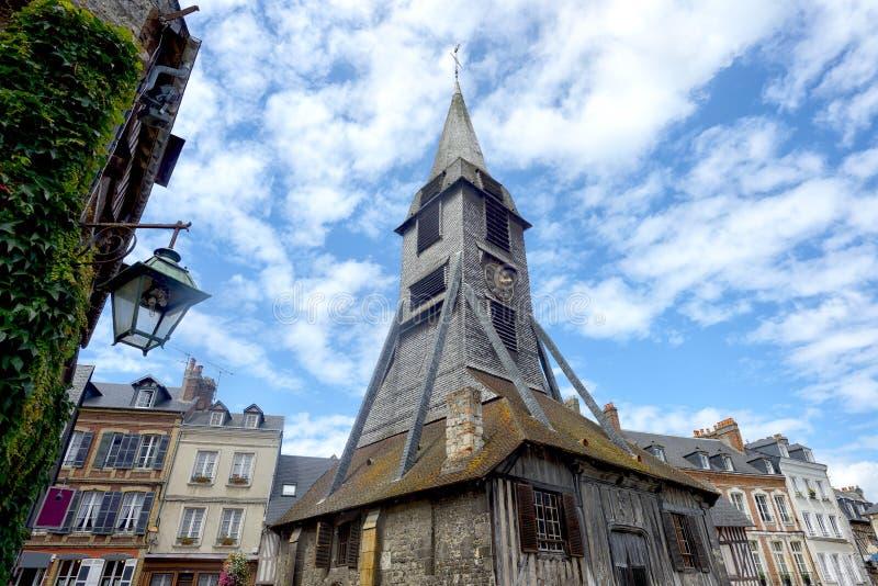 Klocka torn av den Sainte Catherine kyrkan av Honfleur royaltyfria foton