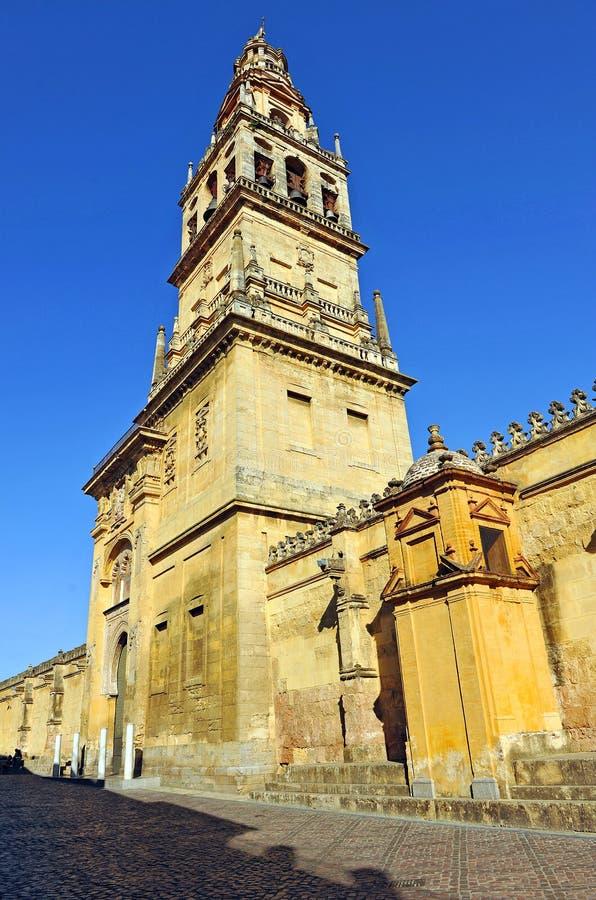 Klocka torn av domkyrkamoskén av Cordoba, Spanien arkivfoton