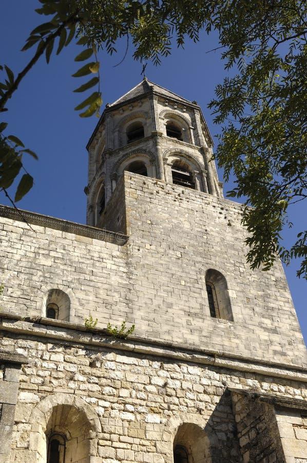 Klocka torn av helgonet Michel Church av La Garde - Adhemar royaltyfri foto