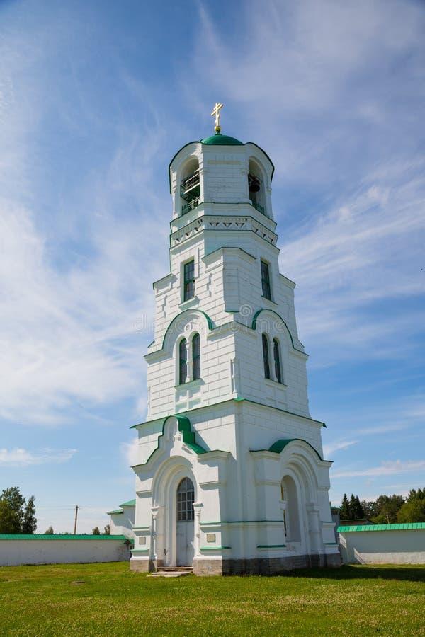 Klocka torn av helig Treenighet Alexander Svirsky Monastery norr Rus arkivfoto