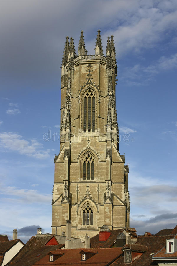 Klocka torn av Saint Nicolas och den Trésor domkyrkan royaltyfri fotografi
