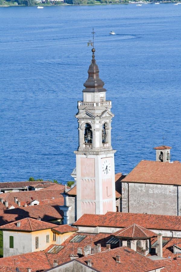 Klocka torn i Arona, Italien arkivbilder