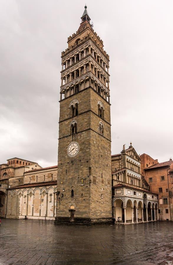 Klocka torn i Pistoia, Italien arkivbild