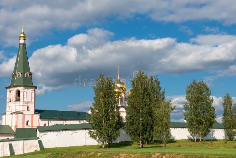 Klocka torn och Iver Cathedral royaltyfria foton