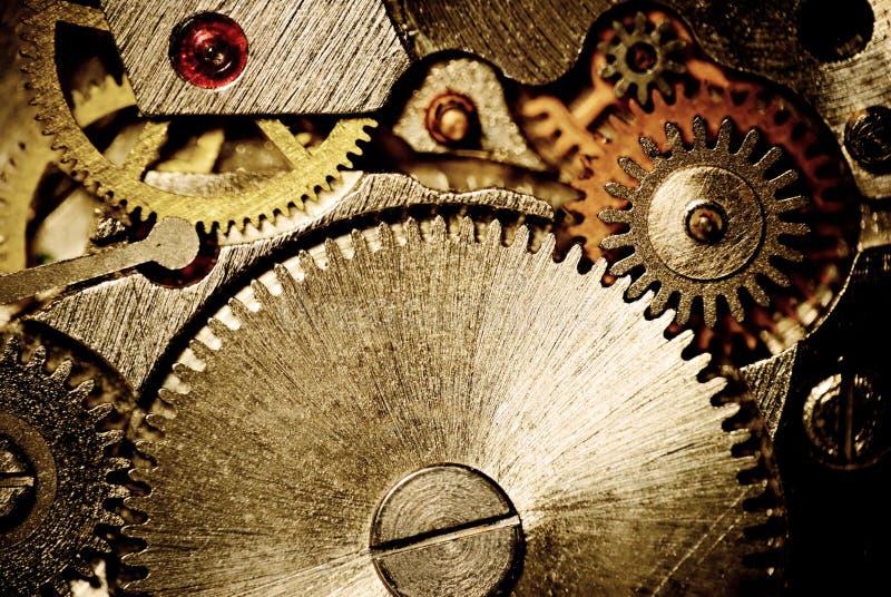 klockacloseupkugghjul arkivfoton