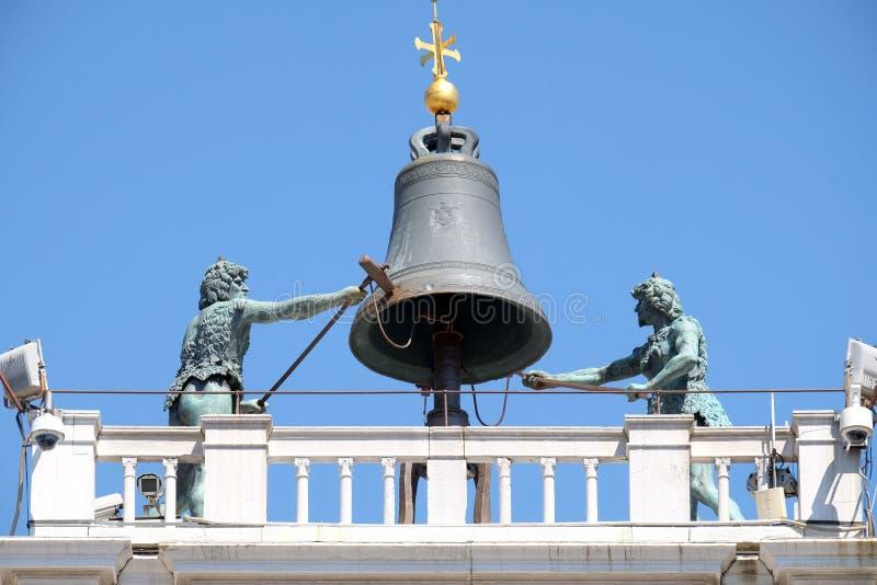 Klockan överst av en forntida för Torre för klockatorn ` Orologio dell i piazza San Marco, Venedig fotografering för bildbyråer