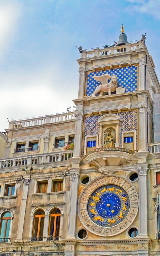 Klockan i tornet, Venedig royaltyfri fotografi