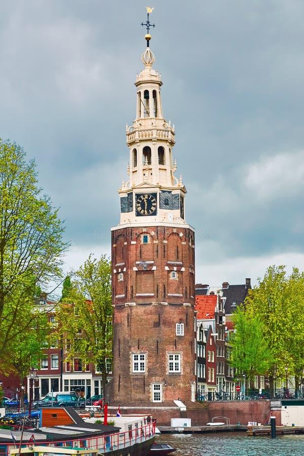 Klockatorn i Amsterdam royaltyfri bild