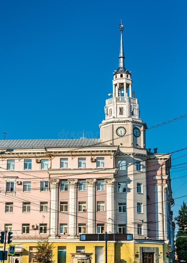 Klockatorn i stadsmitten av Voronezh, Ryssland arkivfoto