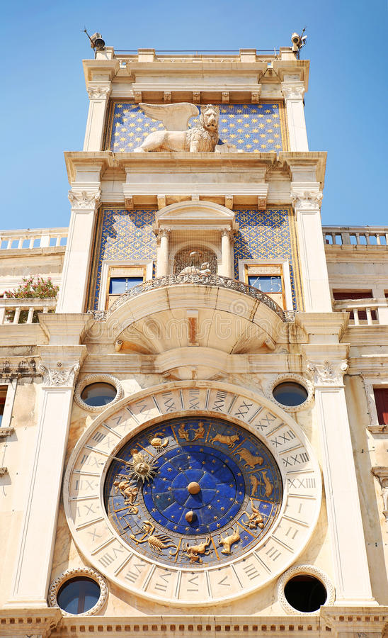 Klockatorn i Venedig, Italien Torre dell Orologio royaltyfria foton
