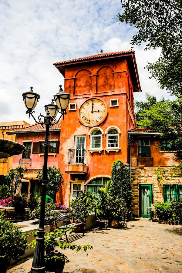 Klockatorn, ljus pol på den Holland tulpansemesterorten Pattaya Thailand royaltyfri fotografi