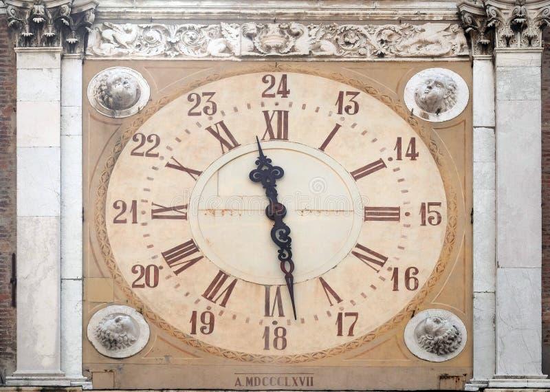Klockatorn, Modena stadshus, Italien arkivbilder