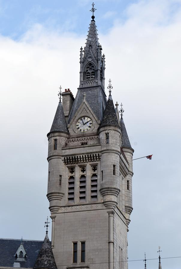 Klockatorn och tornspira av det Aberdeen radhuset, Aberdeen, Scotoand arkivfoton