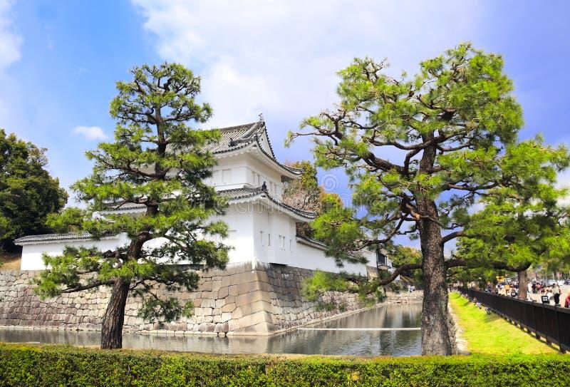 Klockatorn på fästningväggen av den imperialistiska slotten, Kyoto, Japan arkivfoton