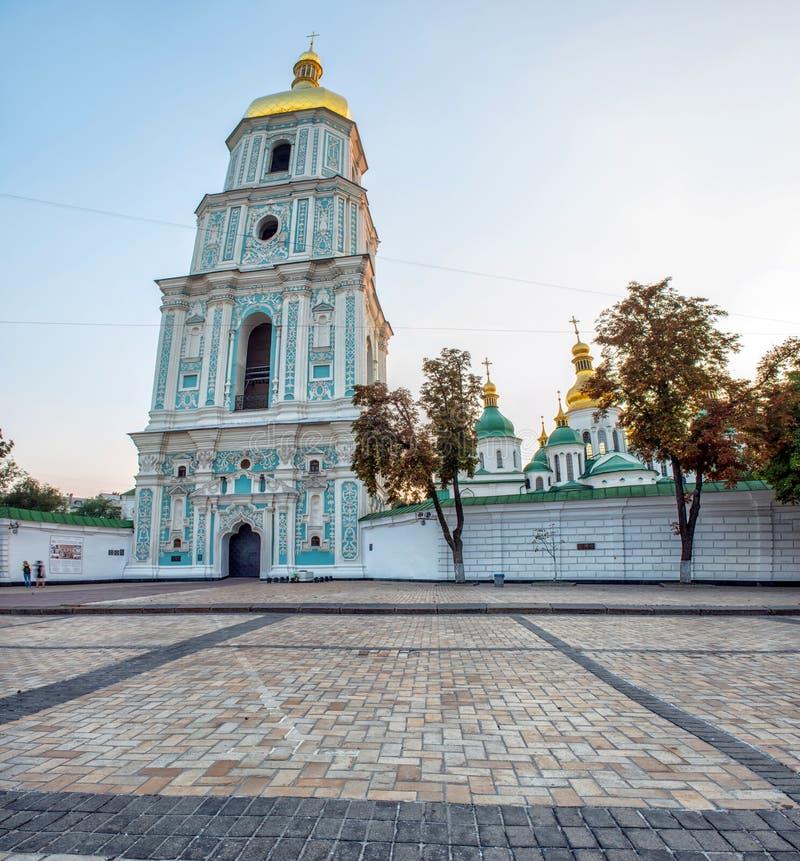 Klockatornet av helgonet Sophia Cathedral i mitten av Kiev, arkivbilder
