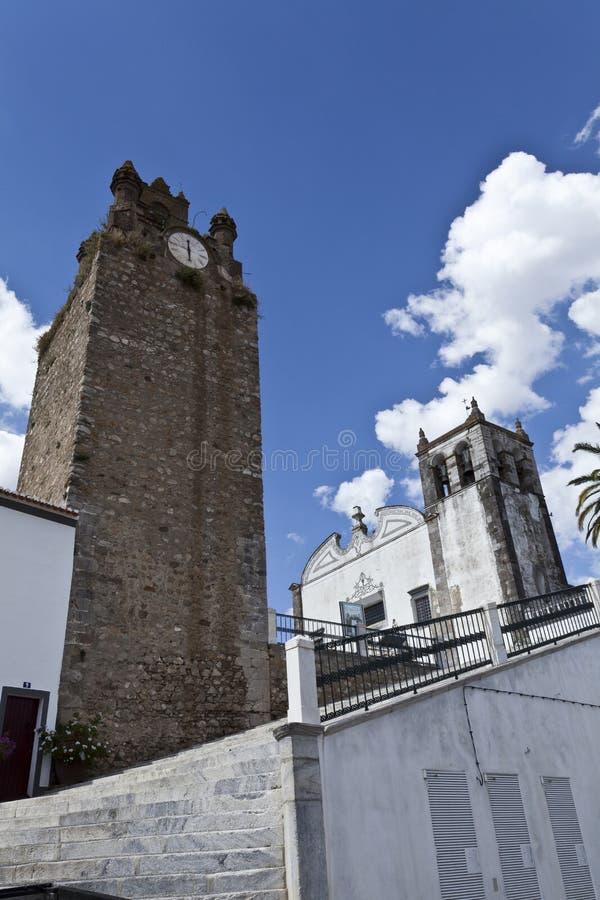 Klockatornet av Serpa, Portugal arkivbilder