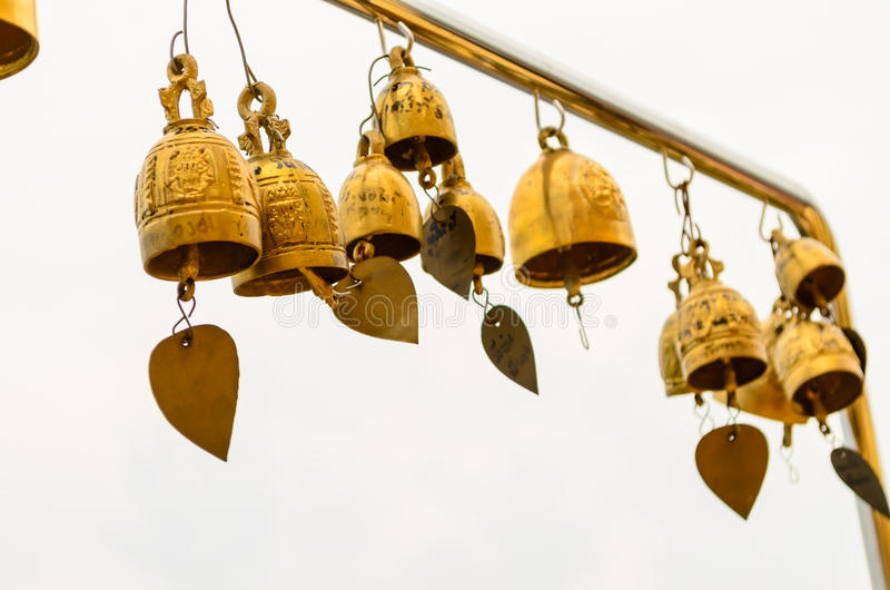 Klockor av den buddistiska templet royaltyfria bilder