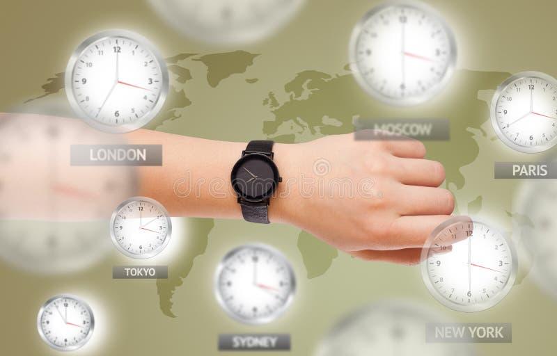 Klockor och tidszoner över världsbegreppet royaltyfri bild