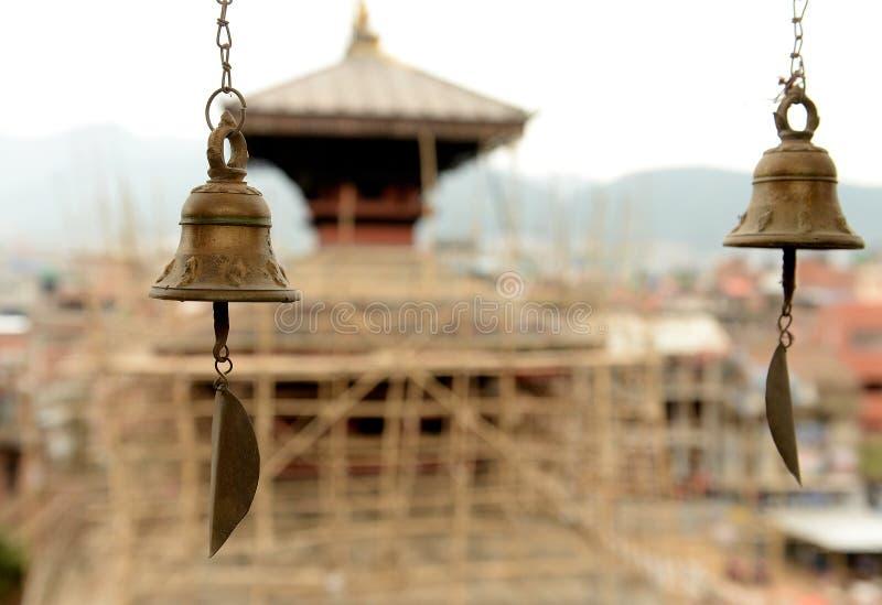 Klockor på templet i Katmandu royaltyfria foton