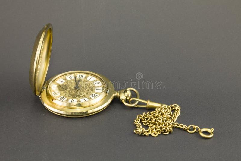 Klockor som göras av gul metall royaltyfria bilder