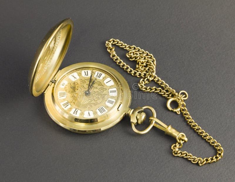 Klockor som göras av gul metall arkivfoto