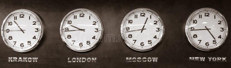 Klockor - tidszon arkivfoto