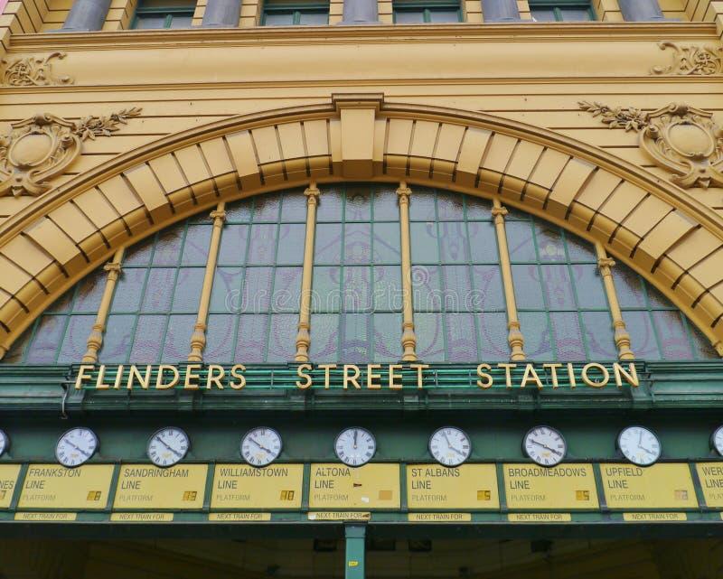 Klockorna av Flindersstationen royaltyfri bild