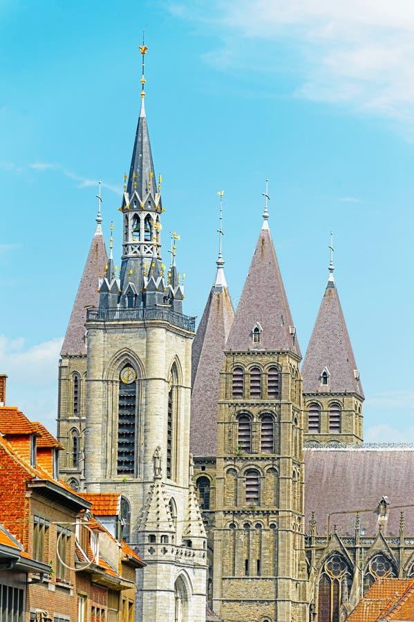 Klockstapel och domkyrka av Tournai, Belgien royaltyfri bild
