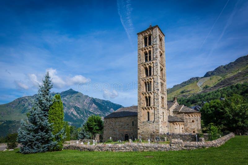 Klockstapel och kyrka av Sant Climent de Taull, Catalonia, Spanien Romansk stil royaltyfri fotografi