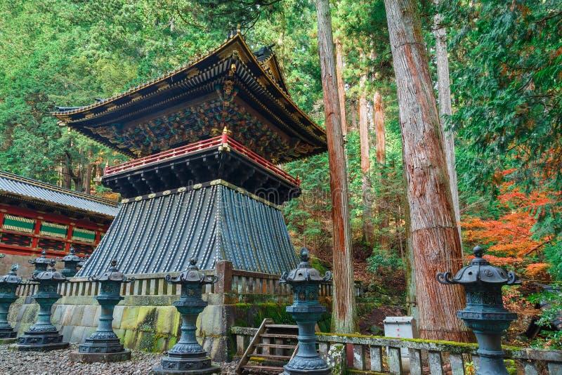 Klockstapel (Shoro) på den Taiyuinbyo relikskrin i Nikko, Japan royaltyfri fotografi
