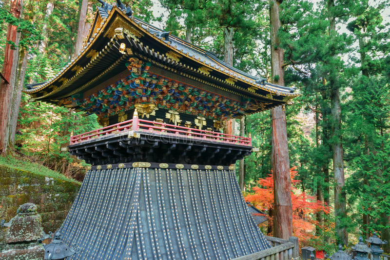 Klockstapel (Shoro) på Taiyuinbyo - mausoleet av Tokugawa Iemitsu royaltyfria bilder