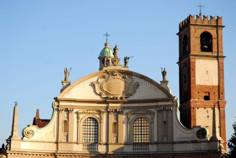 Klockstapelfasad av domkyrkan av Vigevano nära Pavia i Lombardy (Italien) fotografering för bildbyråer