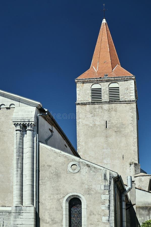Klockstapeln av en medeltida kyrka royaltyfri foto