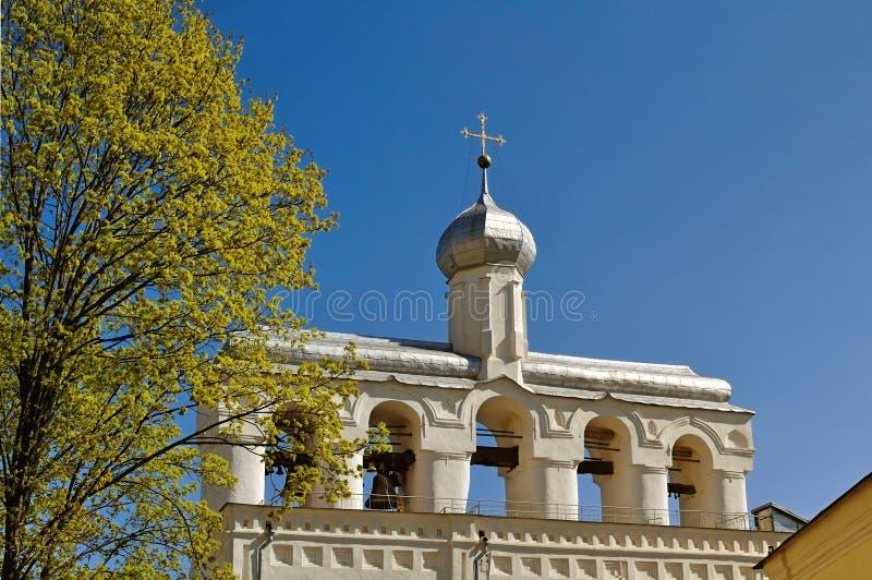 Klockstapeln av St Sophia Cathedral i Veliky Novgorod, Ryssland fotografering för bildbyråer