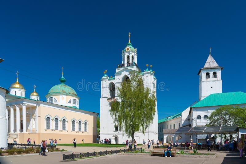 Klockstapeltorn av den Spaso-Preobrazhensky kloster russia yaroslavl arkivfoto