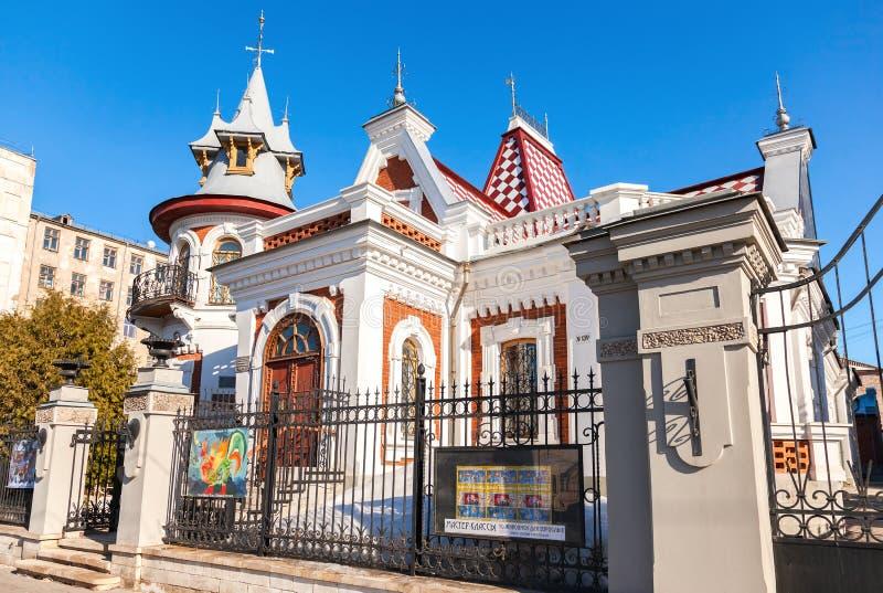 Klodtherenhuis in zonnige dag in Samara, Rusland Architecturaal land royalty-vrije stock fotografie