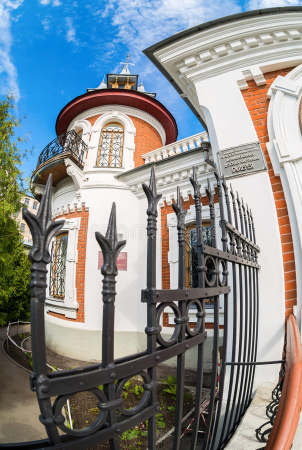 Klodtherenhuis in zonnige dag in Samara, Rusland Architecturaal land royalty-vrije stock foto