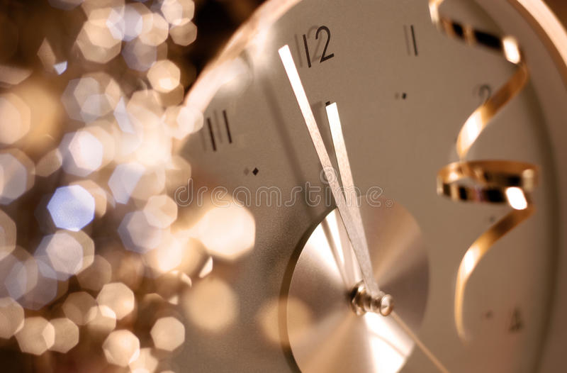 Klok op de vooravond van het nieuwe jaar stock foto