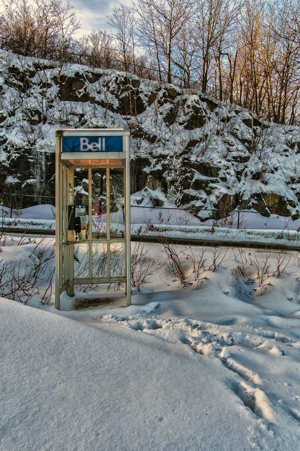 Klok openbare telefoon op het Koninklijke Onderstel stock foto's