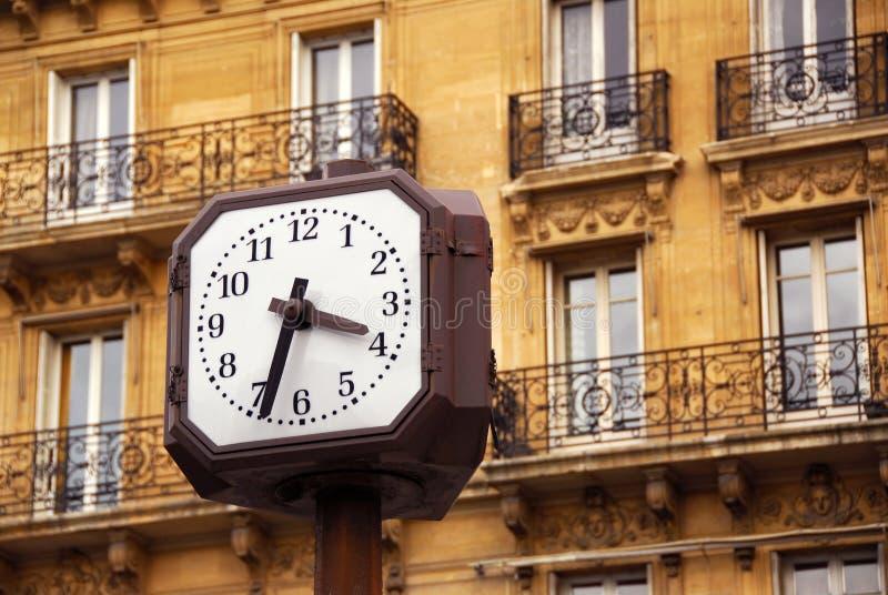 Klok in Parijs stock foto