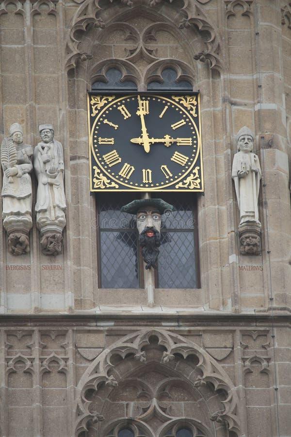 Klok in Stadsvierkant in Keulen Duitsland stock afbeeldingen