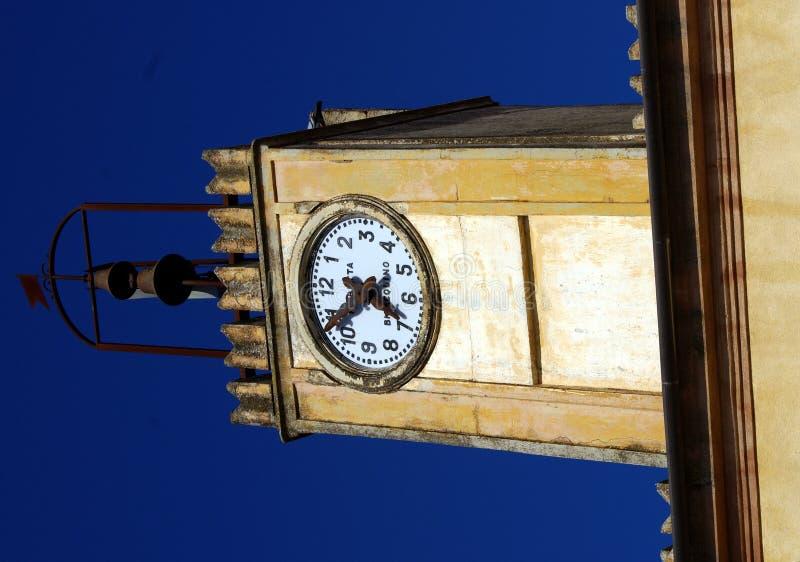 Klok in toren royalty-vrije stock afbeeldingen