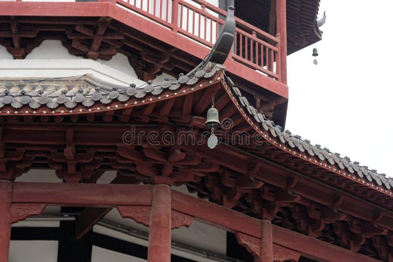 Klokje het eaves-de stijlpaviljoen van de baksteentoren - de Chinese typische Shengjin toren van Jiangnan royalty-vrije stock foto's