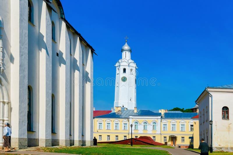 Klokketoren in het Kremlin Veliky Novgorod in Rusland stock afbeelding