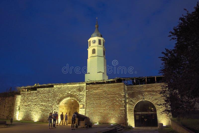 Klokketoren in Kalemegdan-Vesting van Belgrado bij Nacht, Servië royalty-vrije stock afbeeldingen
