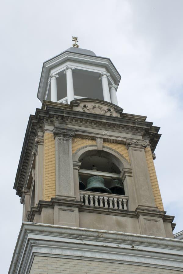Klokketoren met drie klokken stock afbeelding